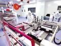 湖北万度光能公司研究员在进行可印刷钙钛矿太阳能电池研究