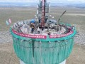 中电建青海共和50MW塔式光热发电项目吸热塔顺利封顶